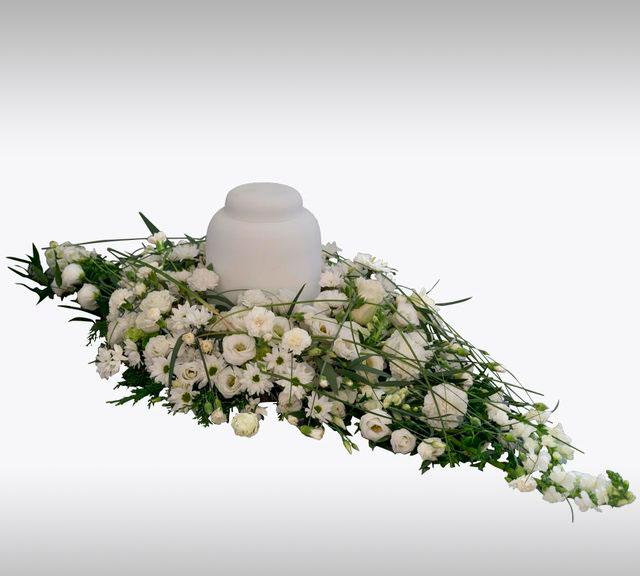 hvit urnedekorasjon